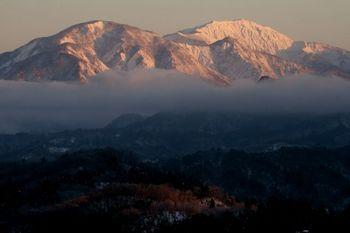 棒掛山初雪の頃.JPG